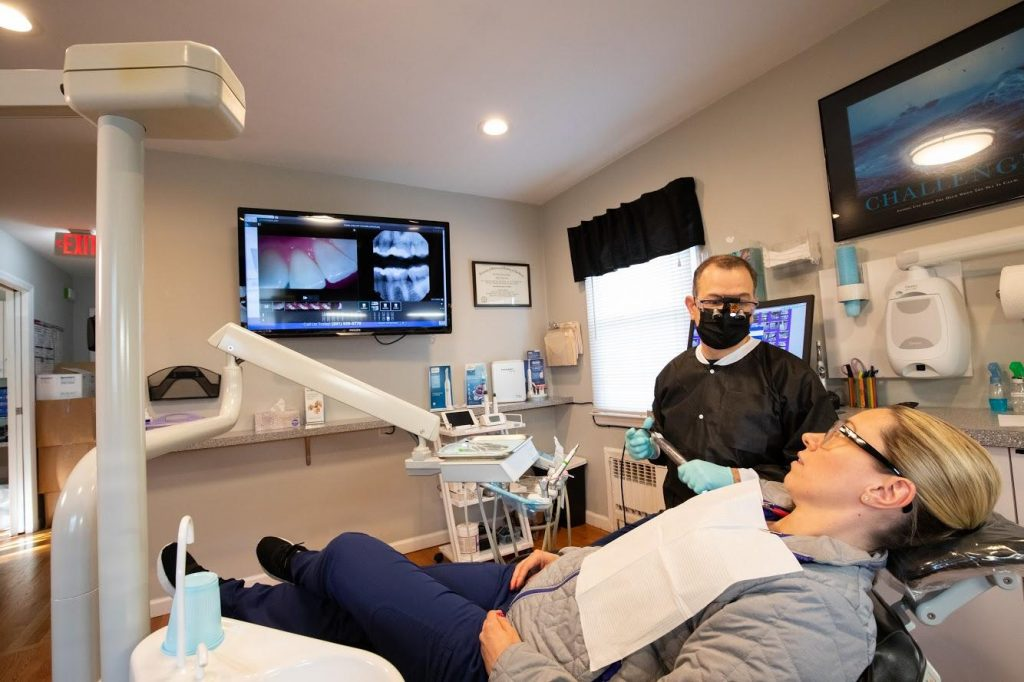 Dr. Gerald Rizzo explaning about dental X Ray image